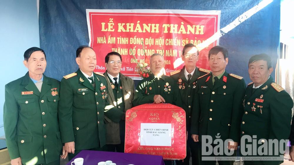 Bàn giao nhà 'Ấm tình đồng đội' cho cựu chiến binh